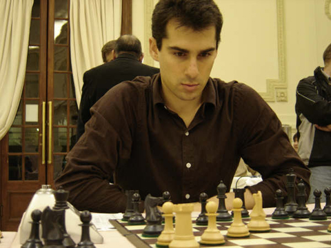 http://es.chessbase.com/portals/0/files/images/2008/CarlosIlardo/CampeonatoArgentinoSuperior2008/000%20012%20Fernando%20Peralta.JPG
