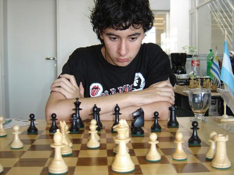 http://es.chessbase.com/portals/0/files/images/2008/CarlosIlardo/MartelliEnero2008/FOTO%2009%20NICOLAS%20MAYORGA.JPG