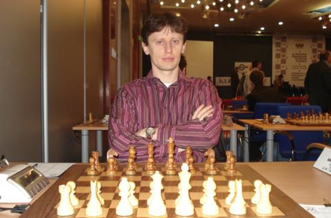http://es.chessbase.com/portals/0/files/images/2008/PlovdivEM/R7/Zoltan%20Almasi.JPG