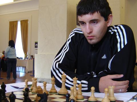 http://es.chessbase.com/portals/0/files/images/2009/CarlosIlardo09/Mercosur2009Final/19%20Carlos%20Obreg%C3%B3n,%20ganador%20del%20abierto.JPG