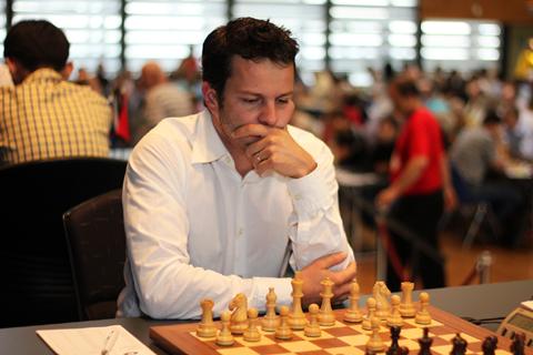 http://es.chessbase.com/portals/0/files/images/2013/2013Biel/R5/IMG_1056.jpg