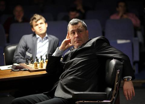 Ivanchuk mirando hacia el otro lado