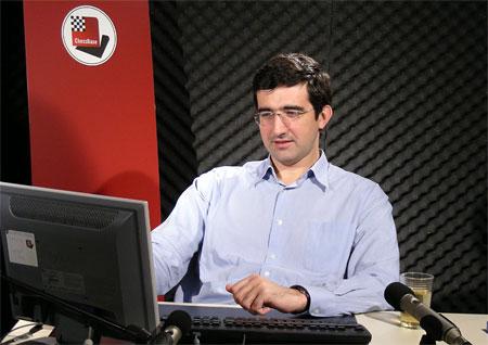 Kramnik en el estudio de grabaciones de ChessBase