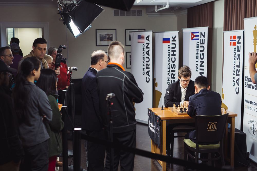 Magnus Carlsen y Ding Liren en el Chess Club and Scholastic Center of San Luis | Foto: Lennart Ootes