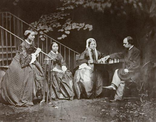 El artista Dante Gabriel Rossetti y su familia (amigos del autor)jugando al ajedrez.