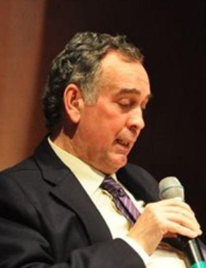 Antonio Gude dando una conferencia